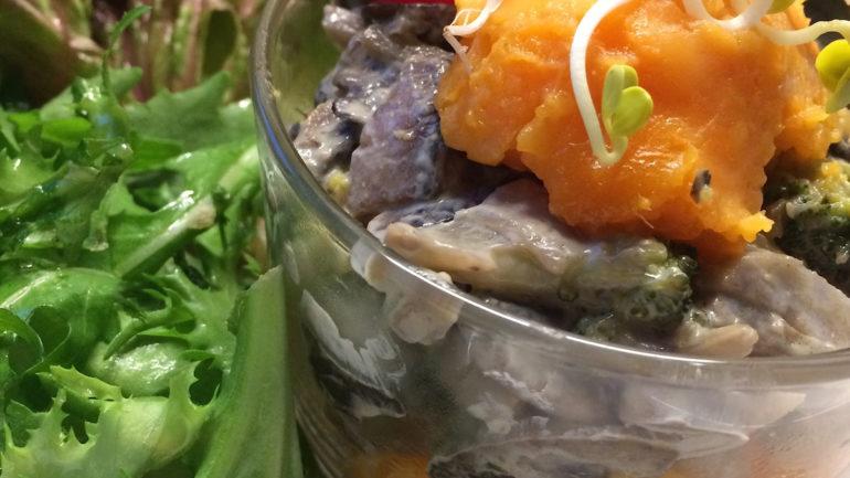 Tálkás édesburgonya, pirított zöldségekkel
